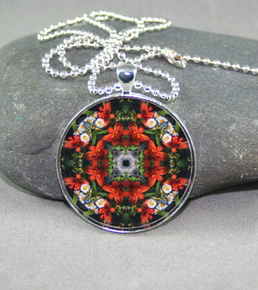 Lily & Daisy Pendant Necklace Kaleidoscope Mandala Geometric Summer Dreams