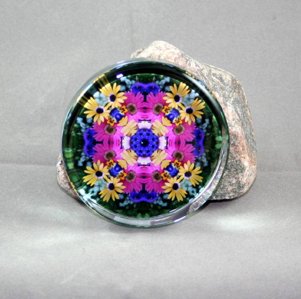 Daisy Glass Paperweight Sacred Geometry Mandala Kaleidoscope Daisy Delight